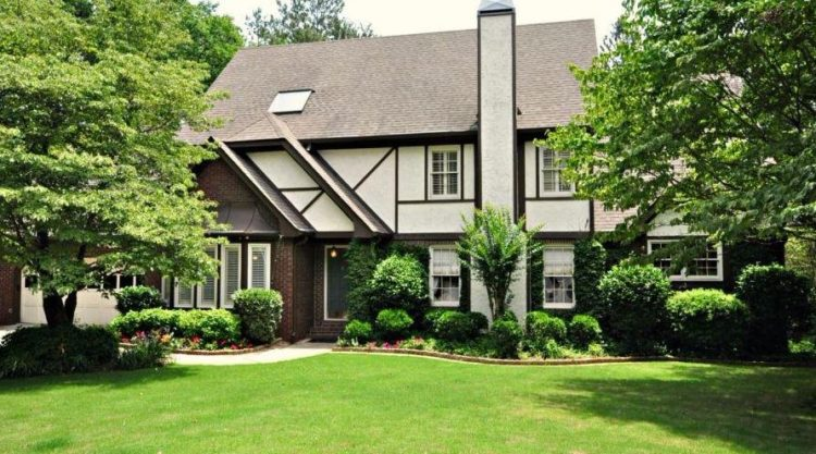 Roswell GA Neighborhood Home In Chimney Lakes